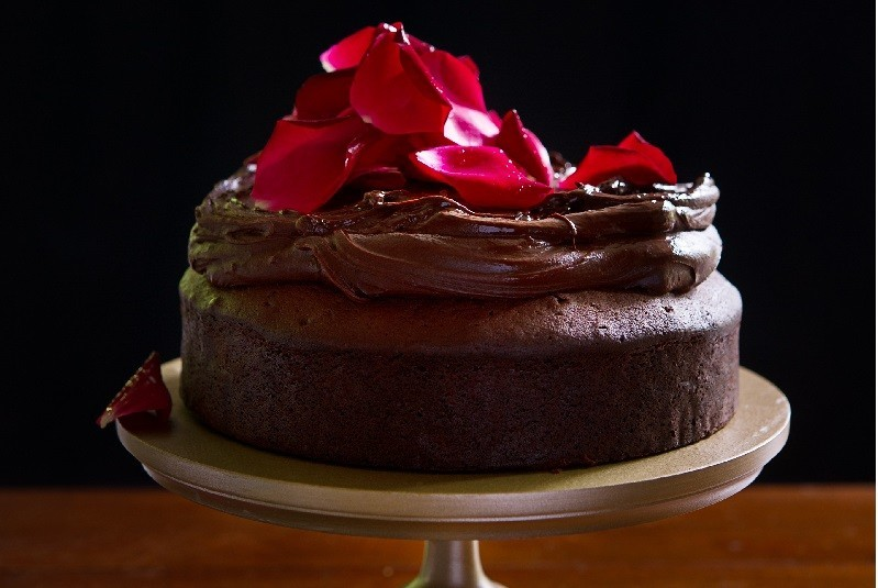 How to Bake a Chocolate Mud Cake