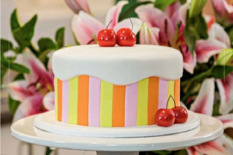 How to Cover Your Cake in Fondant