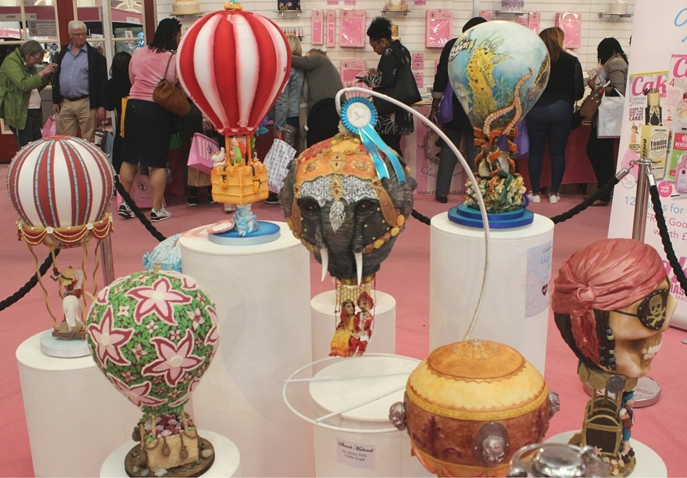 hot air balloon cakes at cake international 2016 london