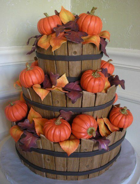 Barrels and Pumpkins Thanksgiving Cake